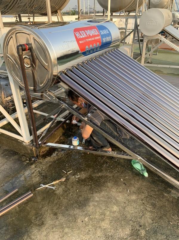 sửa chữa mua bán máy năng lượng mặt trời 2